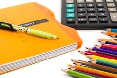 Schulbedarf und Taschenrechner Lizenzfreie Stockfotografie