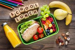 Schulbrotdose mit Sandwich stockbilder