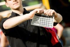 Schulbus: Jugendlich Umkippen mit Schulzeugnis Stockfotos