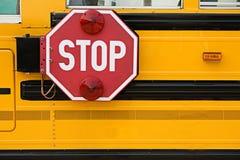Schulbus: Stoppschild auf Seite des Busses Stockfotos