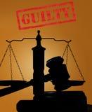 Schuldiger Stempel und Hammer mit Skalen Lizenzfreies Stockbild