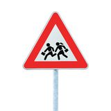 Schule-Überfahrt-Straßenrand-Warnzeichen getrennt Stockfotografie