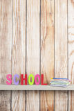 Schule in den bunten Buchstaben Lizenzfreie Stockfotografie