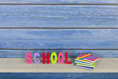 Schule in den bunten Buchstaben Lizenzfreies Stockfoto