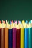 Schule farbige Bleistifte mit extremer Schärfentiefe Stockbilder