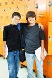 Schule-Jungen - beste Freunde Stockfotos