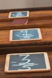Schule-Schreibtisch-Reihe Stockbilder