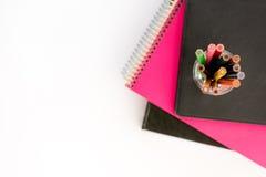 Schule-suplies Zurück zu Schule Briefpapier getrennt auf Weiß Stockfoto