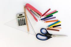 Schule-suplies Zurück zu Schule Briefpapier getrennt auf Weiß Lizenzfreie Stockfotos