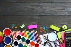 Schule- und Bürozubehöre Vektor-Illustration, eps10, enthält Transparenz farbige Bleistifte, Stift, Schmerz, Papier für Schule un Stockfotos