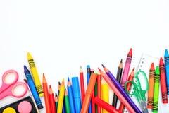 Schule-Zubehör auf weißem Hintergrund stockbilder