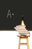 Schulebücher auf Schemel Stockfoto