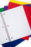 Schulefaltblätter mit einem unbelegten Notizbuch Stockfotos