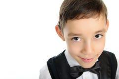 Schulejunge in der schwarzen Klage mit braunen Augen Stockfoto
