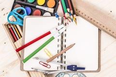 Schulen Sie Briefpapier Lizenzfreie Stockbilder