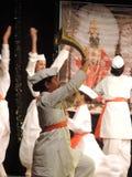 Schulen Sie die Kinder, die auf jährliches Tagesereignis, Maharashtra, Indien tanzen Lizenzfreies Stockbild
