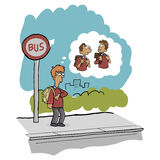 Schuljungen-Wartebus Lizenzfreie Stockfotografie