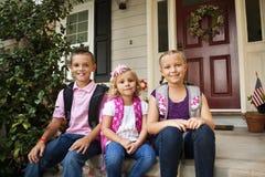 Schulkinder betriebsbereit zur Schule Lizenzfreie Stockfotografie