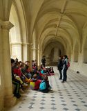 Schulkinder im Kloster von Fontevraud Abbey France Stockfoto