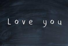 Schulkreide wird mit Kreide, ich liebe dich geschrieben Stockbild