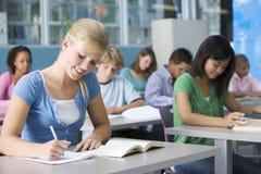 Schulmädchen in der School-Kategorie Lizenzfreie Stockfotografie