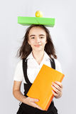 Schulmädchen, ein Apfel und Bücher Lizenzfreies Stockbild