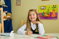 Schulmädchen tut Lektionen Stockbild