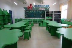 Schulspielplatz und -klassenzimmer Stockbilder