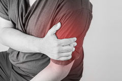 Schulterverletzung in den Menschen schultern Sie die Schmerz, die medizinischen Gelenkschmerzenleute, Monotonhöhepunkt an der Sch Stockbild