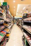 Schulwerkzeuge für Verkauf in der Bibliothek Stockfotografie