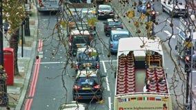 Schuss des hohen Winkels, London-Verkehr stock video