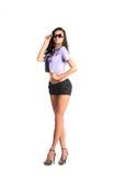 Schuss in voller Länge der sexy Frau in den sexy kurzen Hosen, lokalisiert auf weißem Hintergrund Lizenzfreie Stockfotografie