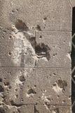 Schusslöcher auf einer Hausmauer I Lizenzfreies Stockfoto