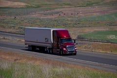 Schuster Trucking/International rojo fotografía de archivo libre de regalías