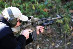 Schutter die AR15 richt stock afbeelding
