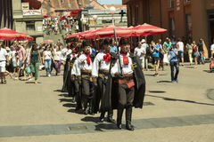 Schutz der Ehre am Hauptplatz in Zagreb, Kroatien stockfotos