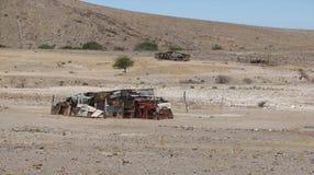 Schutz des Zinns und des Abfalls in trostloser Kalahari-Wüste stockbild