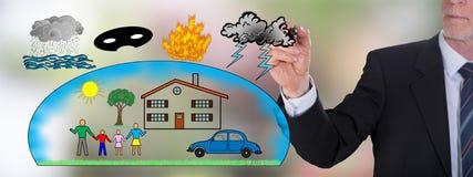 Schutz gegen das Schadenkonzept gezeichnet von einem Geschäftsmann Lizenzfreie Stockbilder