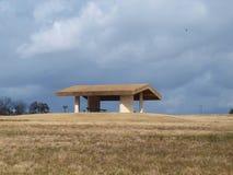 Schutz-Haus auf Hügel Stockfotografie