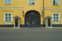 Schutz an Riga-Palast, Riga, Lettland stockfotografie