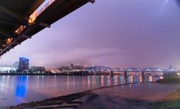 Schutz vom Sturm unter Brücke der Ohio Cincinnati Lizenzfreie Stockfotos