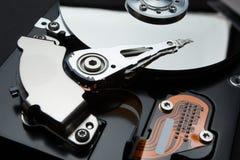 Schutz von Daten und von persönlicher Information im Internet, Konzept Festplattenschreibkopf des Servers lizenzfreie stockfotografie
