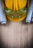 Schutzbrillen rollten herauf Pläne und Schutzhelmbaukonzept Lizenzfreies Stockfoto