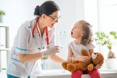 Schutzimpfung zum Kind lizenzfreies stockfoto