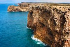 Schutzkappe, Felsen - Küste bei Portugal Stockbilder
