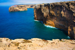 Schutzkappe, Felsen - Küste bei Portugal Lizenzfreie Stockfotos