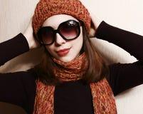 Schutzkappe, Schal und Gläser. Stockfoto