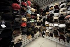 Schutzkappen, Hüte und andere headdres im System lizenzfreie stockfotos