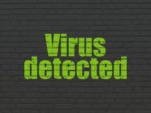 Schutzkonzept: Virus ermittelt auf Wandhintergrund Stockfotos