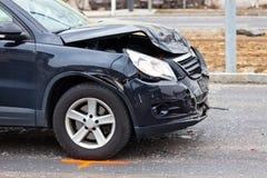 Schutzvorrichtung-Bieger im Autounfall Stockbilder